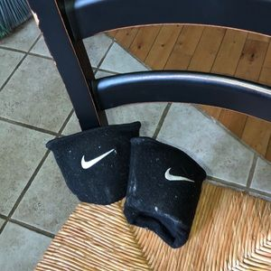 NIKE VOLLEYBALL KNEE PADS